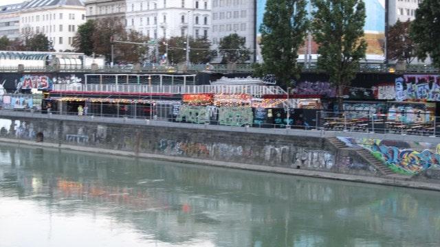 Ветка метро на набережной Дуная