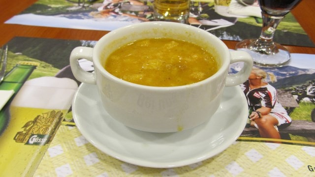 Гороховый крем-суп. Еда в Австрии.