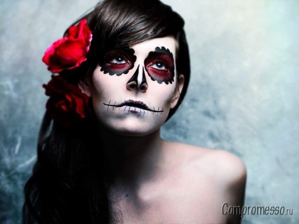 Женский костюм для хэллоуин - просто и со вкусом.
