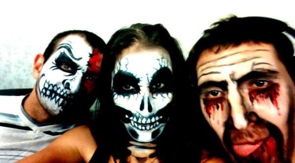 Halloween (Хэллоуин) - с друзьями - веселое время, главное сделать хорошие костюмы.