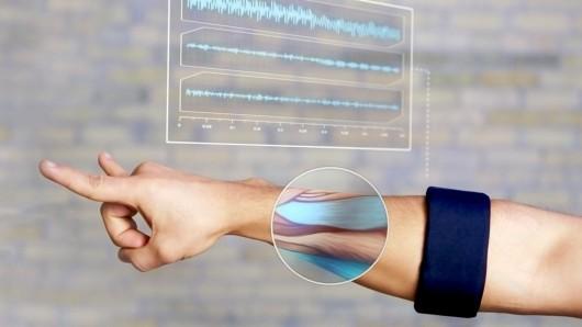 Мускульный браслет MYO
